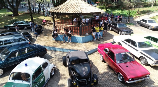 Parque Bosque do Povo terá Exposição de Carros Antigos e Shows Musicais neste domingo